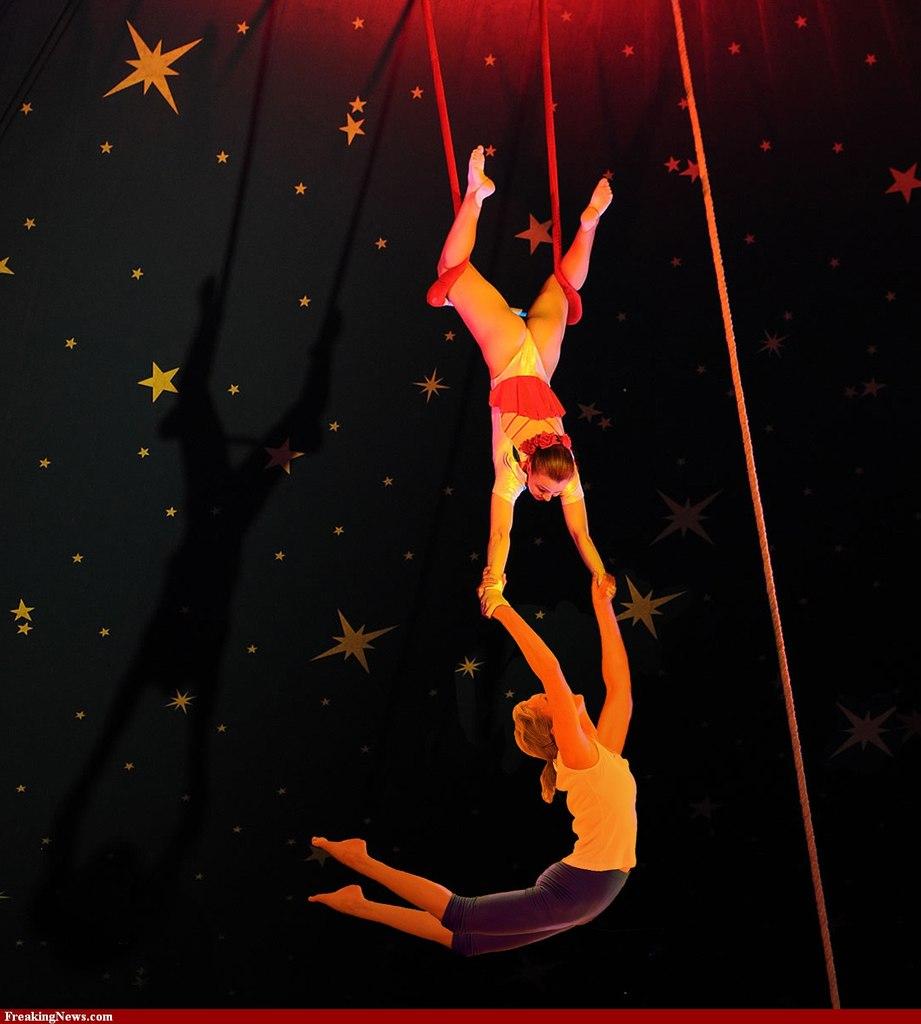 Как сделать домашний цирк из 2 человек