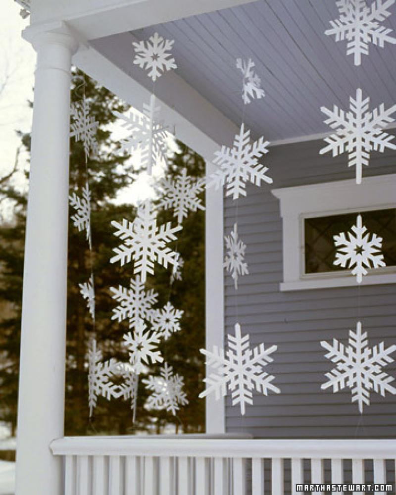 Декор снежинками своими руками