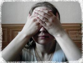 Рисунок 5б. Положение рук возле глаз во время упражнения пальминга.