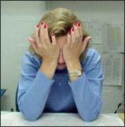 Рисунок 5в. Положение рук возле глаз во время упражнения пальминга.