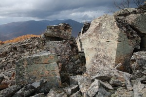 Каменная линза